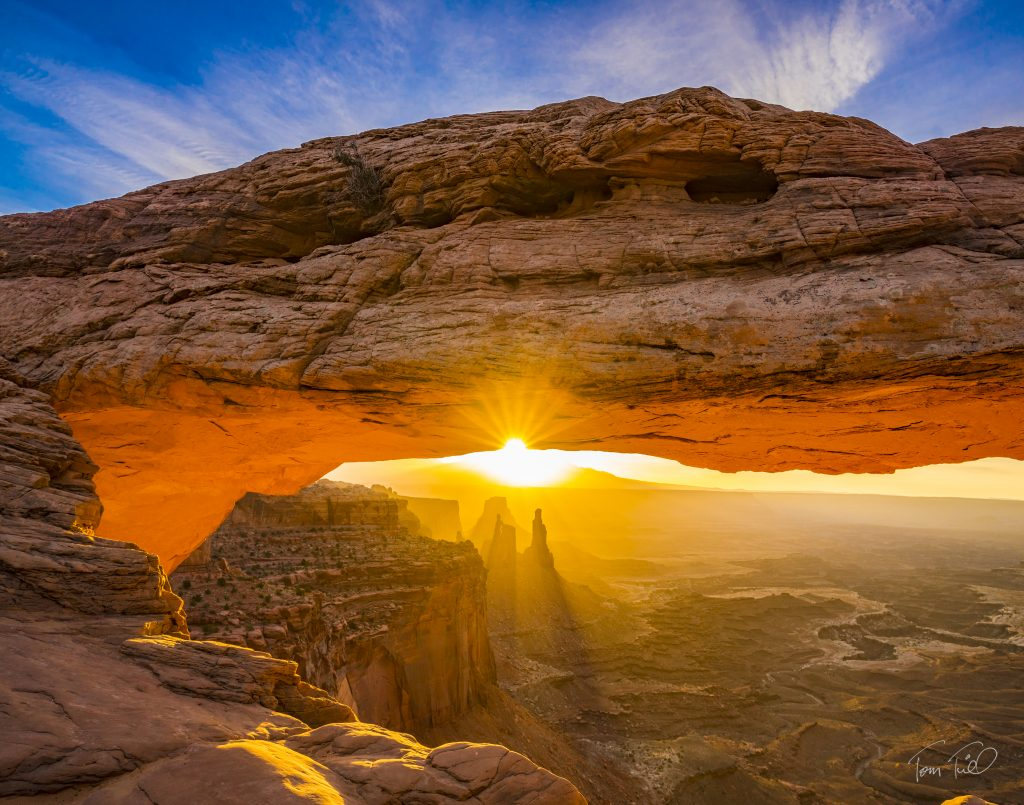 Mesa Arch, Canyonlands National Park, Utah, Sunrise Island in the Sky, Colorado River